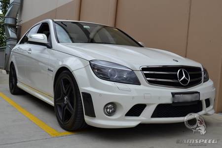 Mercedes-C63-AMG-whit-front-view